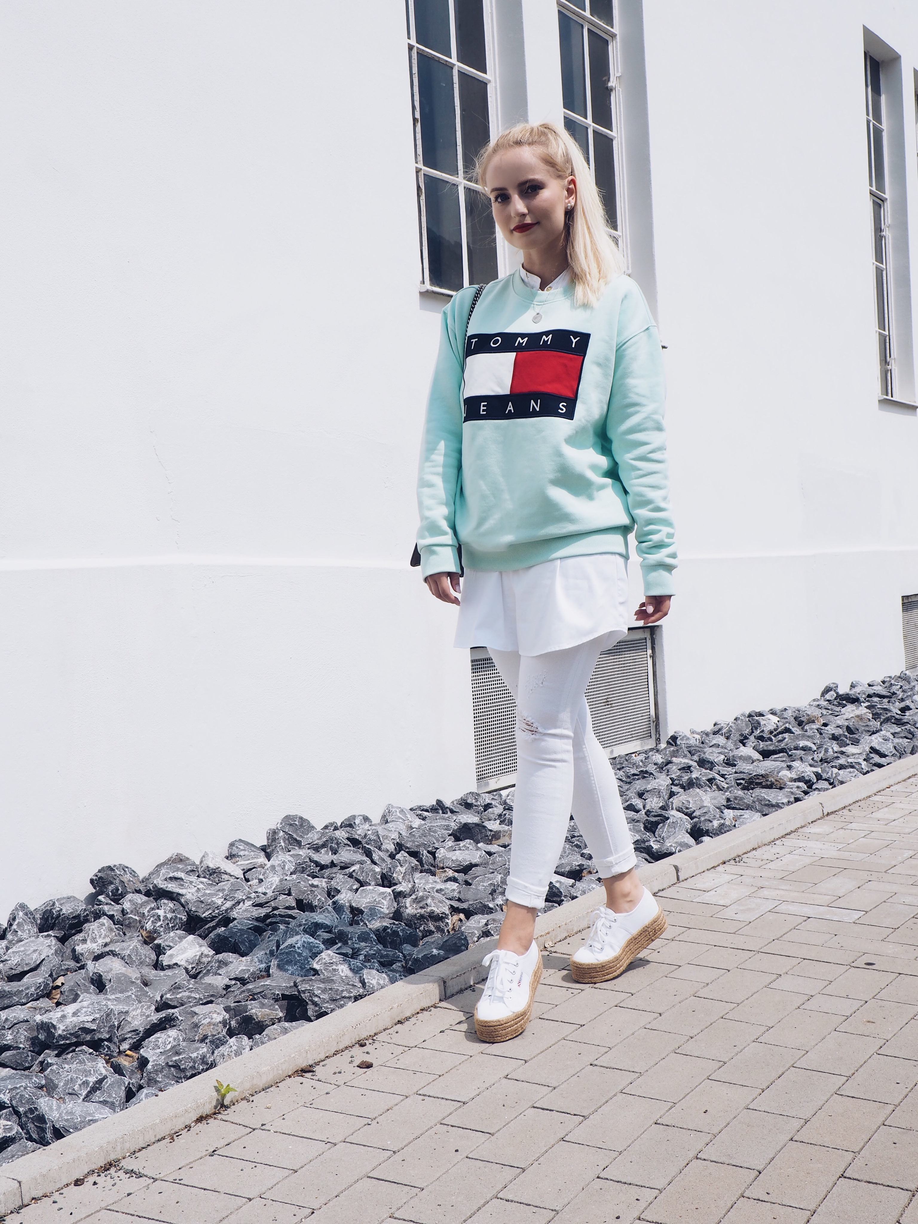 Beach Cruising - Tommy Jeans Logo Sweater