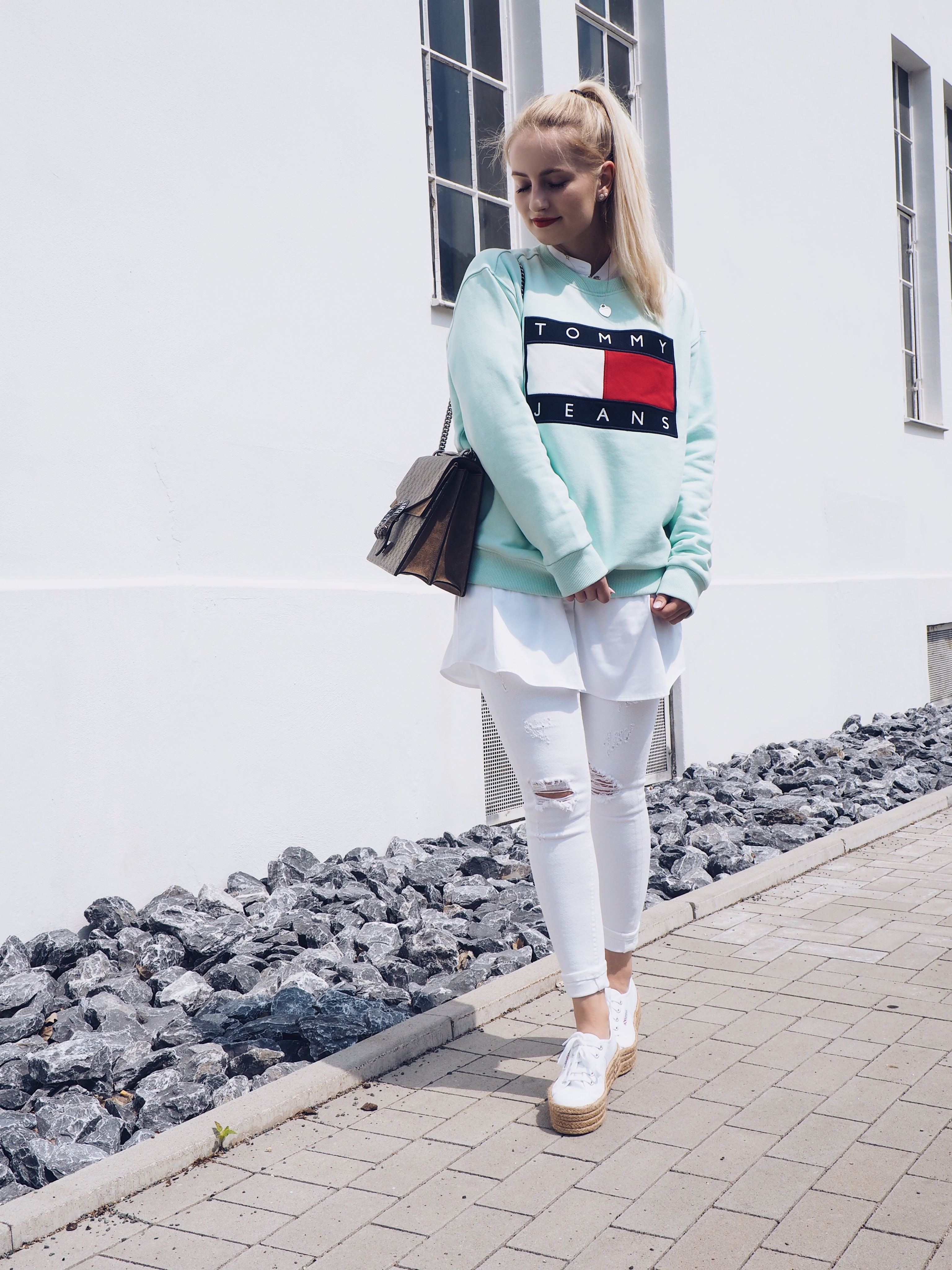 Beach Cruising - Tommy Jeans Logo Sweater