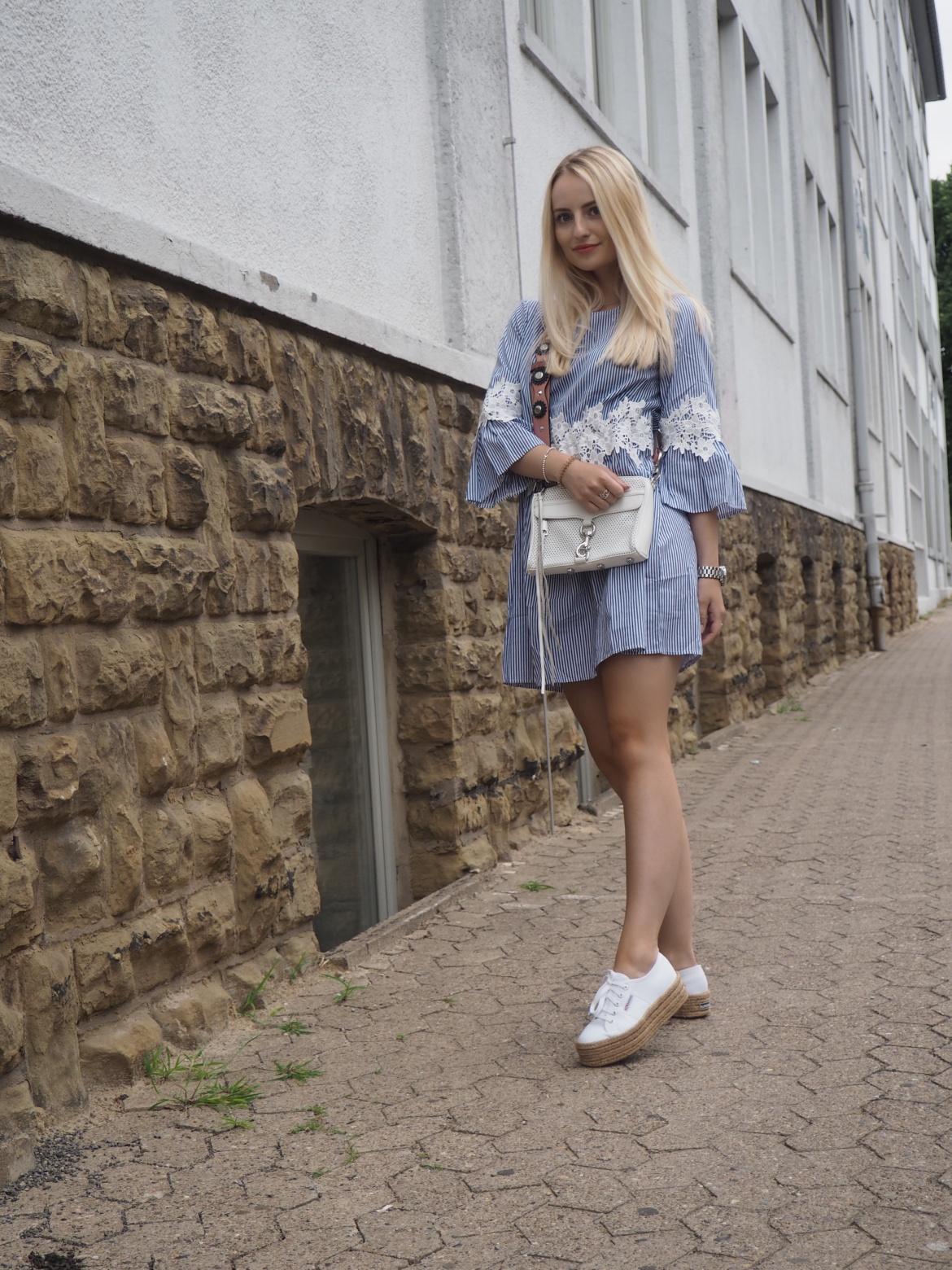 Sommerkleid mit Streifen und Spitze - New Look KIM ENGEL
