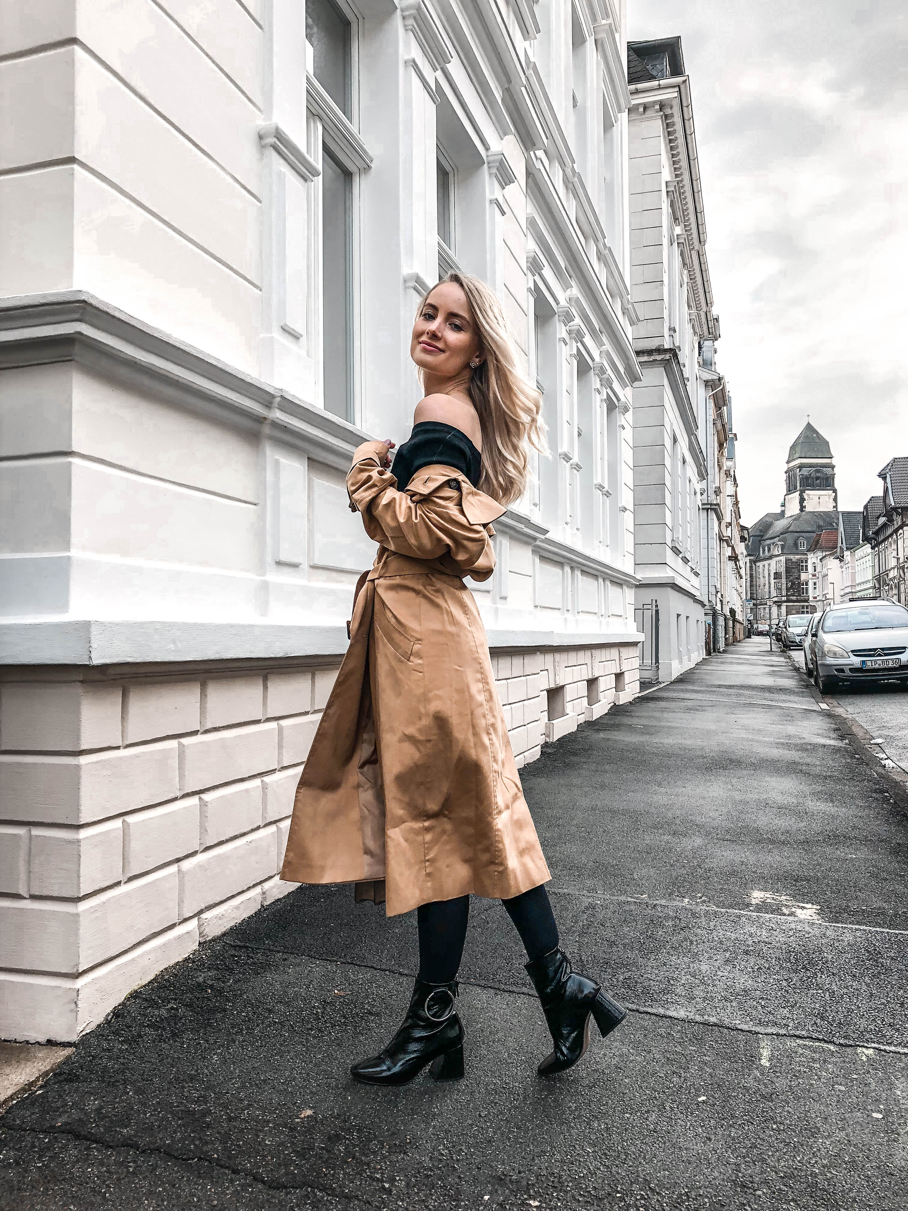 Two ways to wear a classy Trenchcoat
