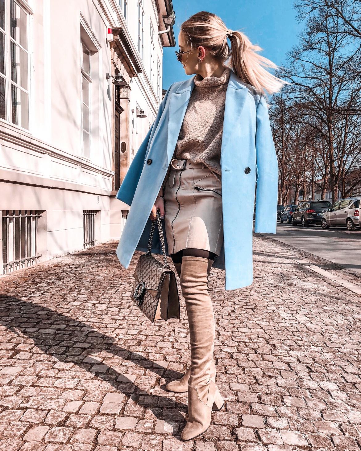 Blaue Phase - zwei unterschiedlich gestylte Looks - KIM ENGEL